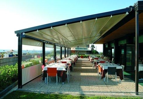 Tenda parasole avvolgibile per terrazzo
