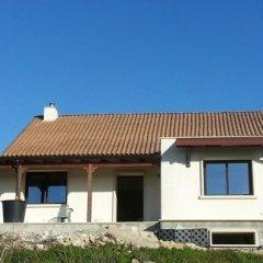 Casa con tetto in legno con tegole portoghesi
