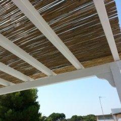 Struttura in legno lamellare con copertura di canne