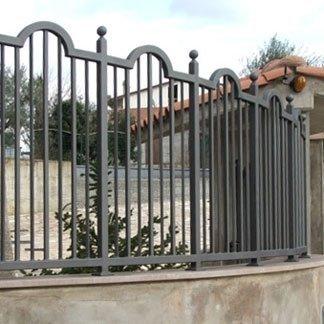 recinzione con elementi curvi