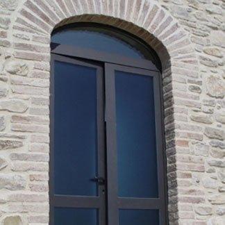 realizzazione porta di ingresso