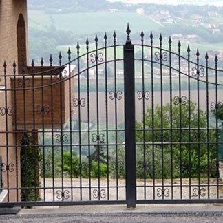 installazione cancello in ferro battuto