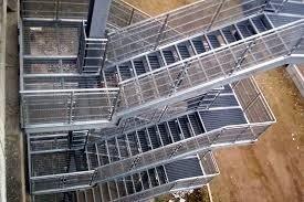 gradini forati per scale industriali