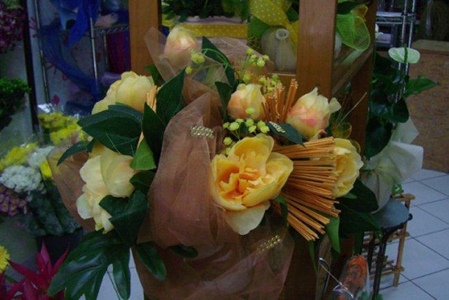 Un bouquet di fiori gialli
