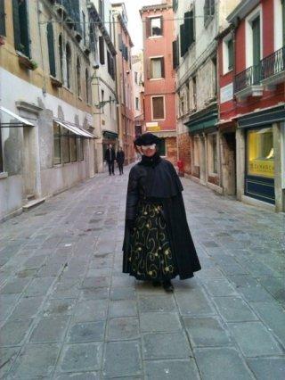 tabarro veneziano con tricorno
