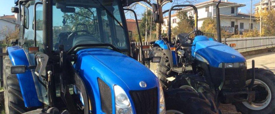 due macchinari agricoli