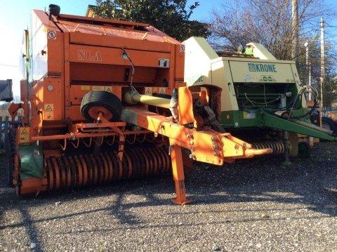 due macchine agricole a noleggio