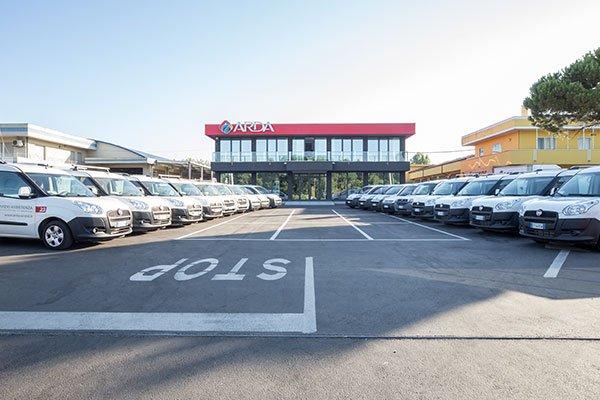 Parcheggio ed edificio principale della compagnia