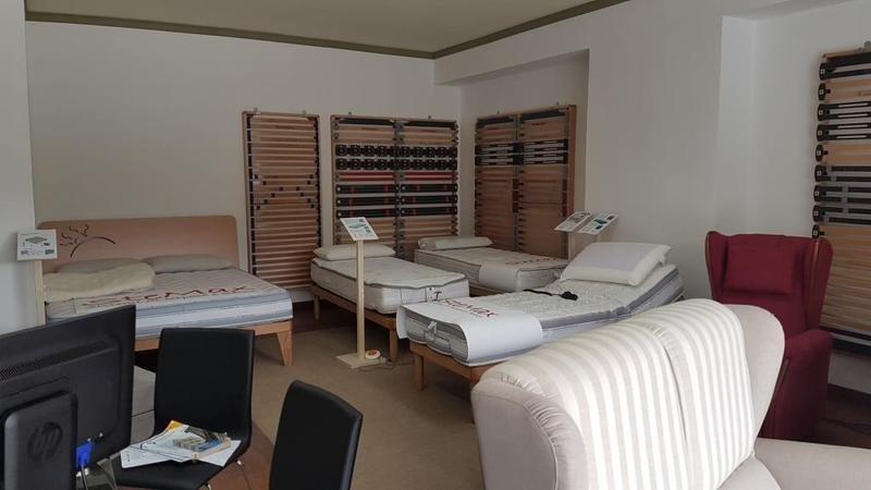 reti di materassi e un letto matrimoniale