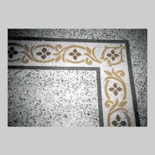 pietra levigata con disegni decorativi