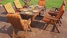 Tavolo e sedie giardino in legno