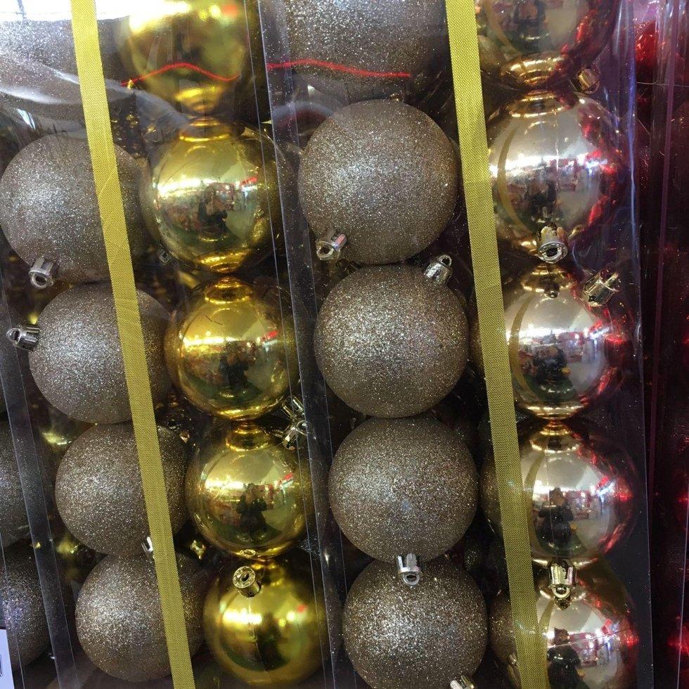 palle dorate e argentate natalizie