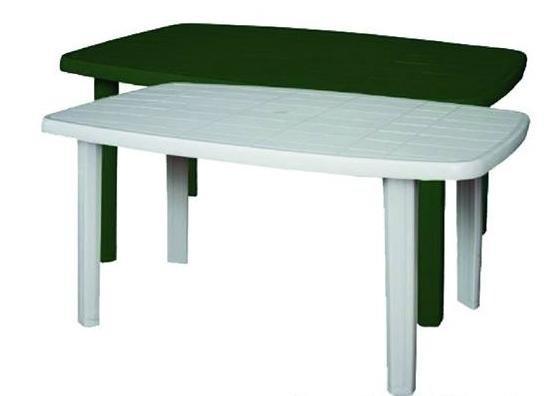 Tavolo bianco e tavolo verde in plastica