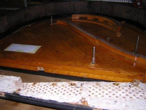 verniciatura della tavola armonica