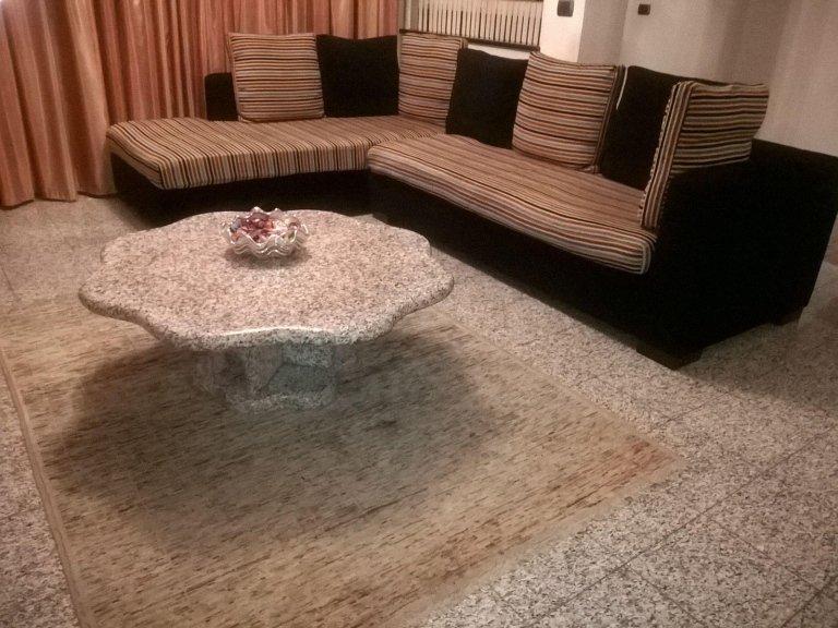 Tavolino in granito