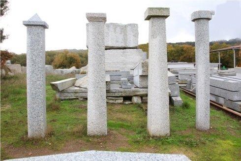 Travi, architravi, pilastri, capitelli, sagomati, colonne di qualsiasi misura in granito