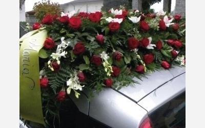 decorazione floreale auto funebre ovada