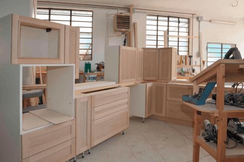 dei mobili in legno da ufficio