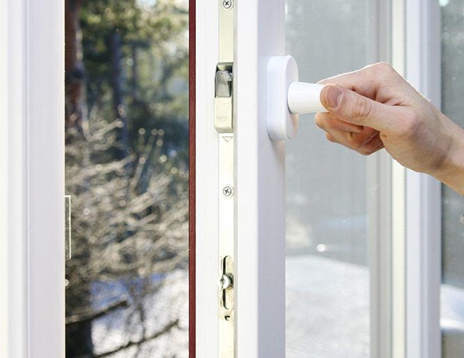 Chiusura di una porta di PVC