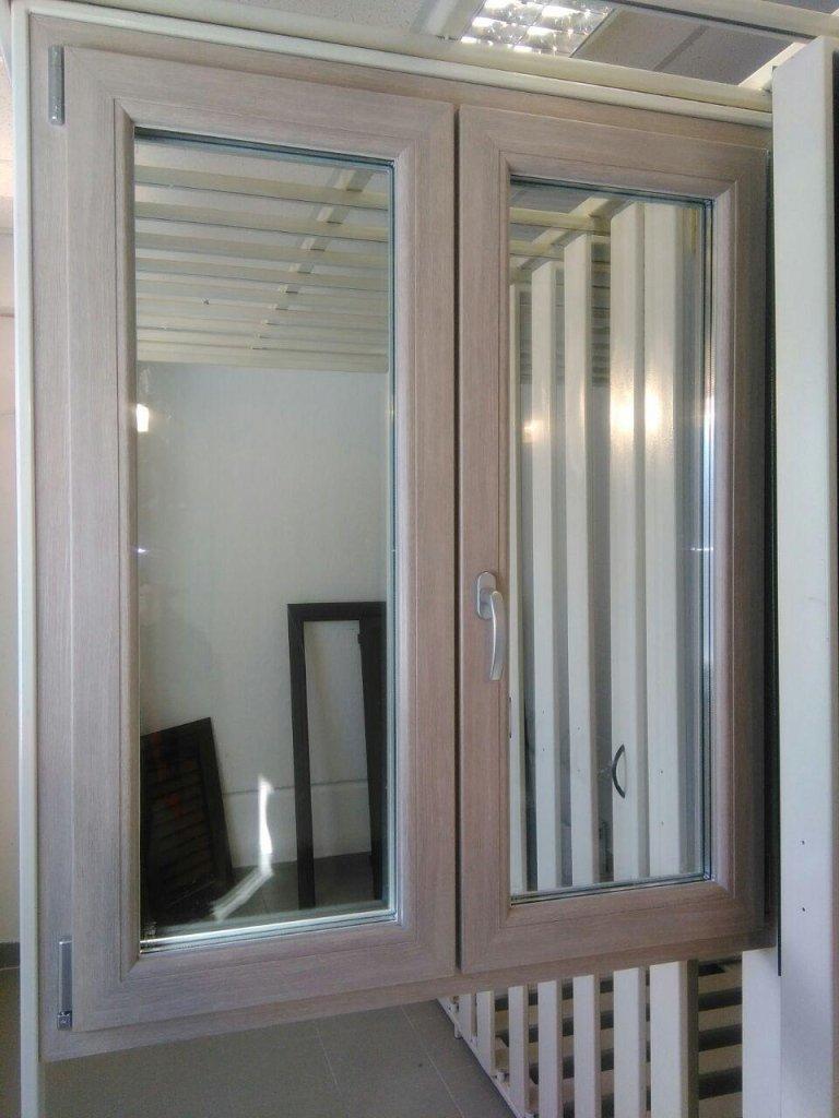 finestre di PVC di colore silicia effetto sabbia