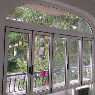 Terrazzo con infisso telaio ad arco