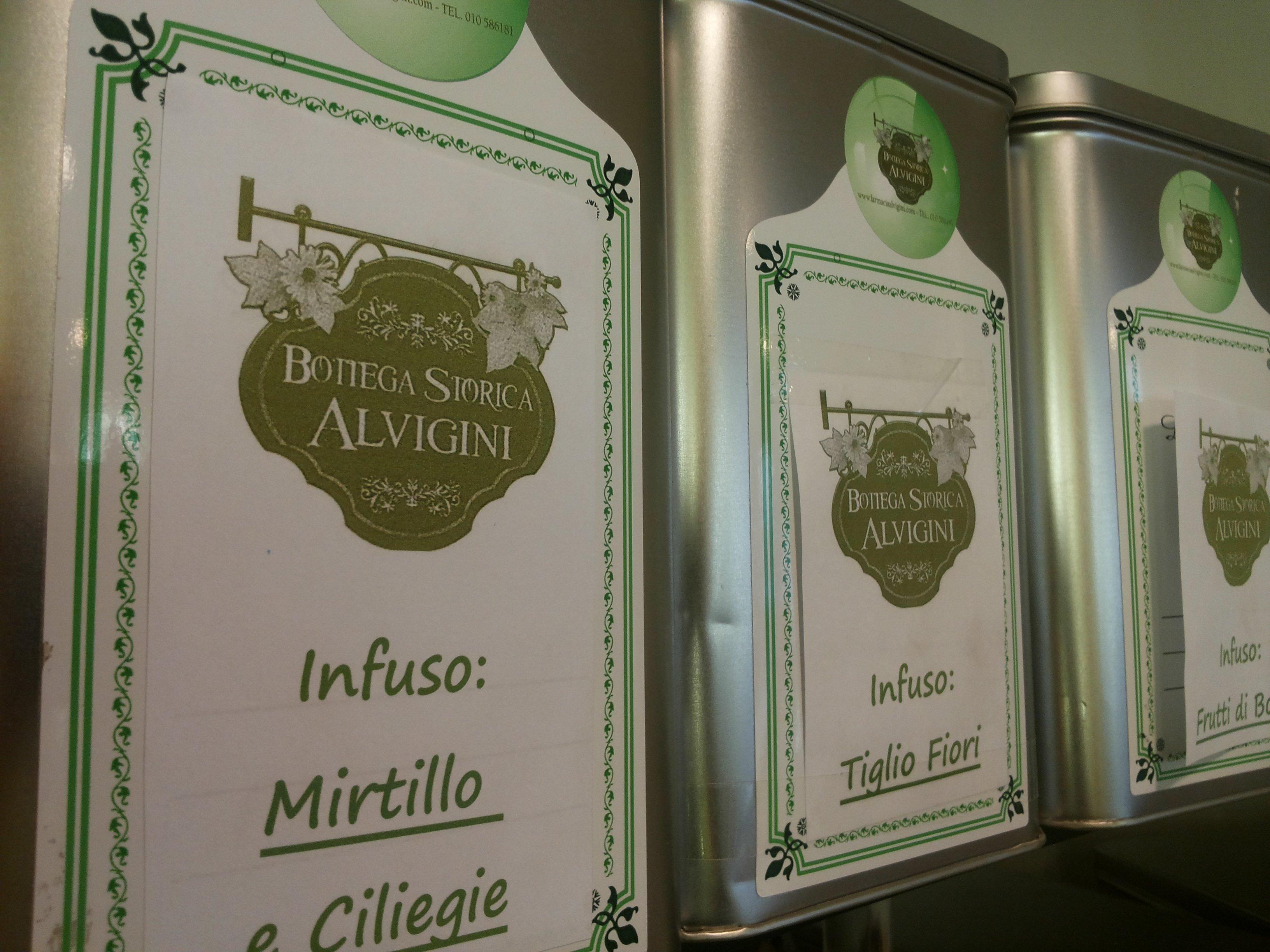 delle confezioni di infusi della marca Bottega Storica Alvigini