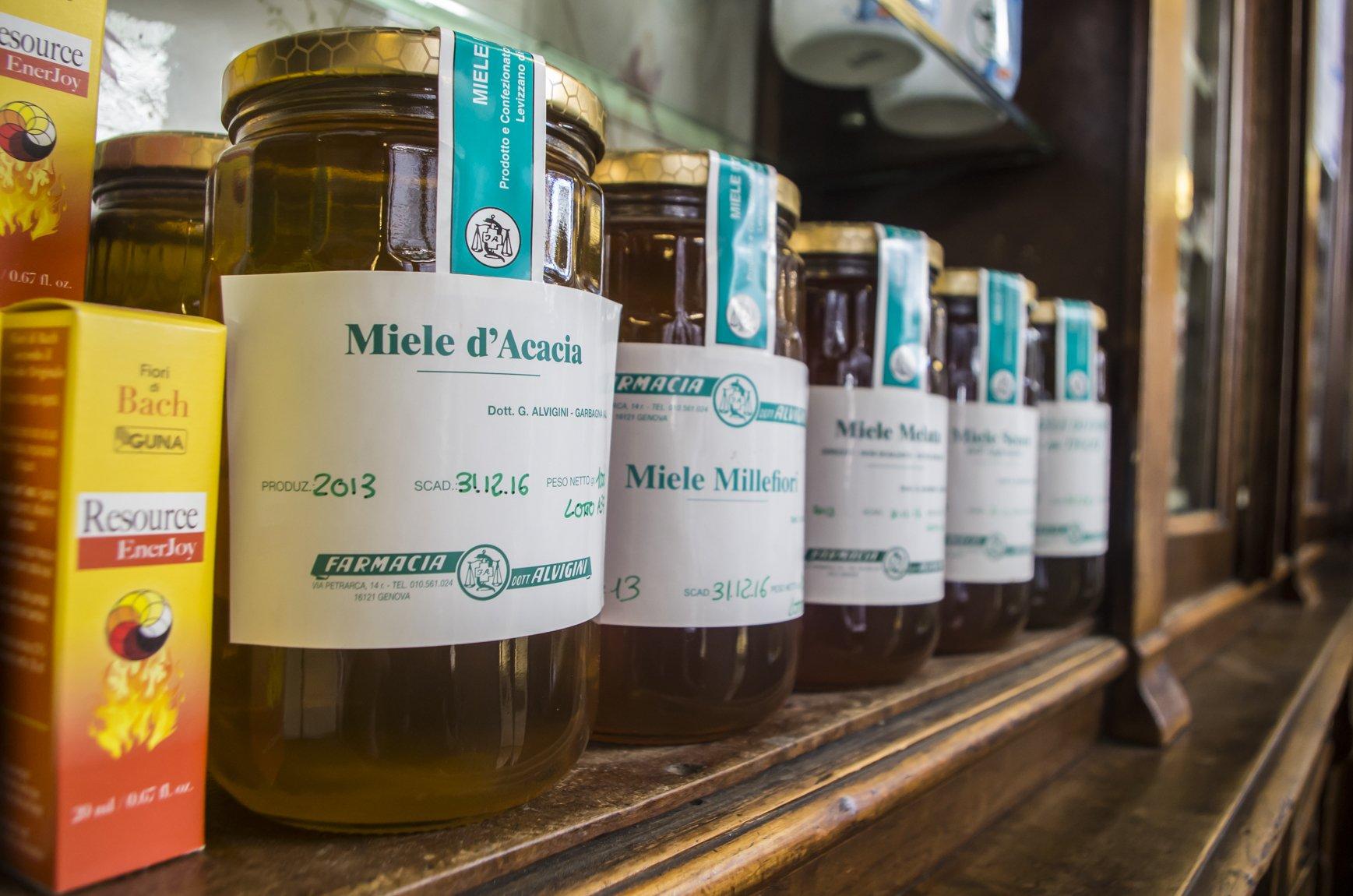 un barattolo di miele d'Acacia e miele Millefiori