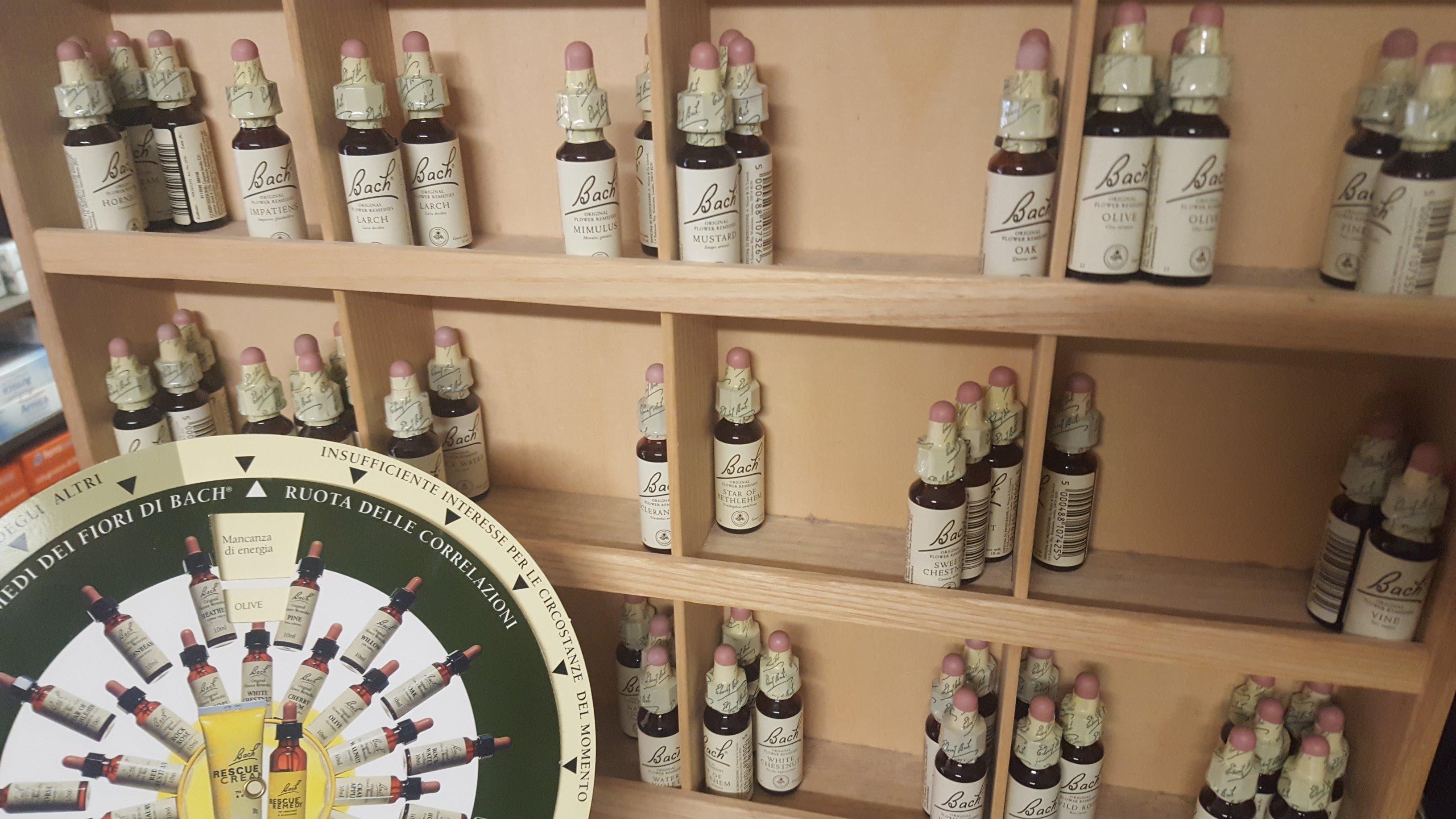 delle bottigliette di olio
