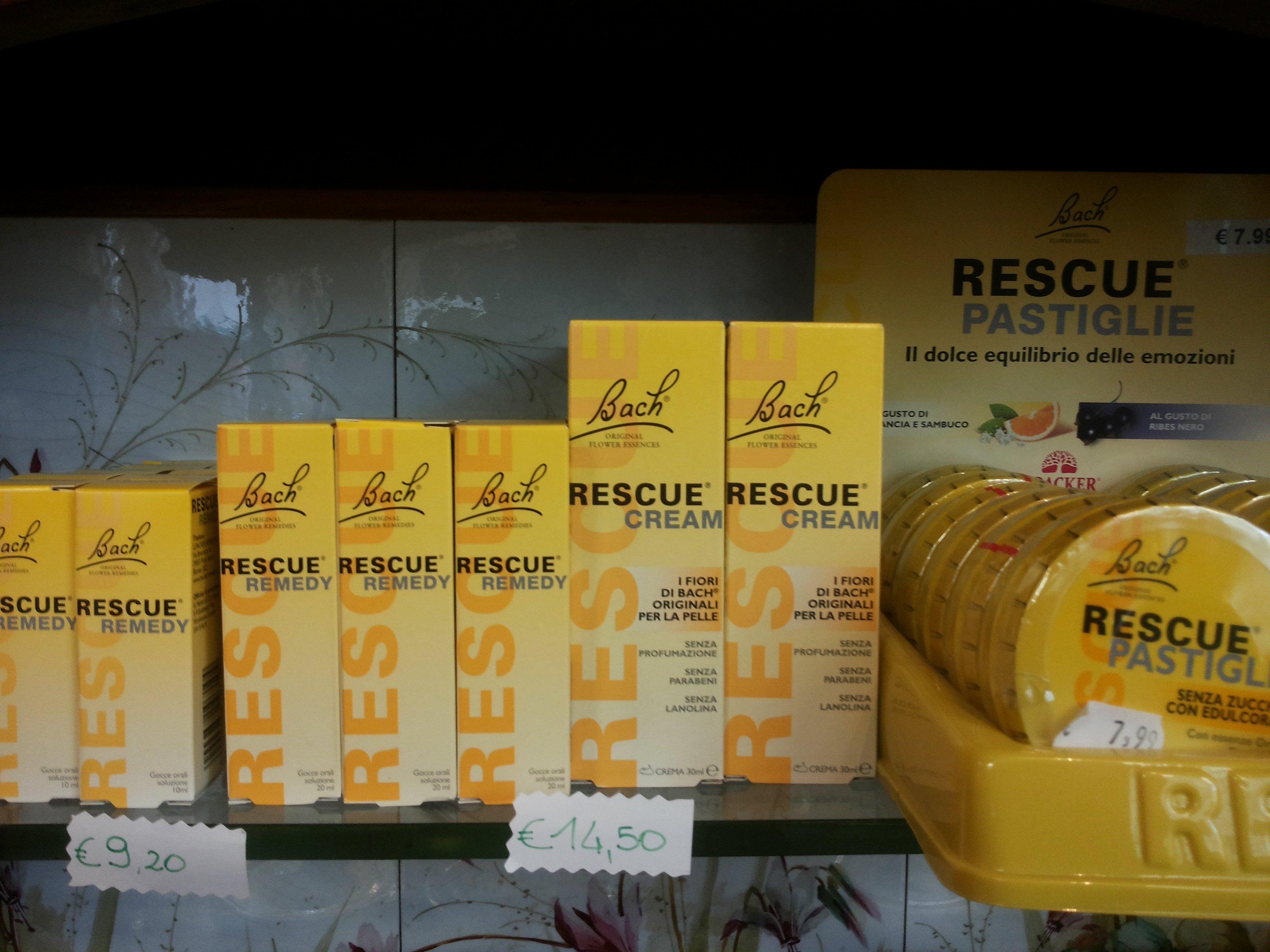 delle confezioni di creme e pastiglie della marca Bach Rescue