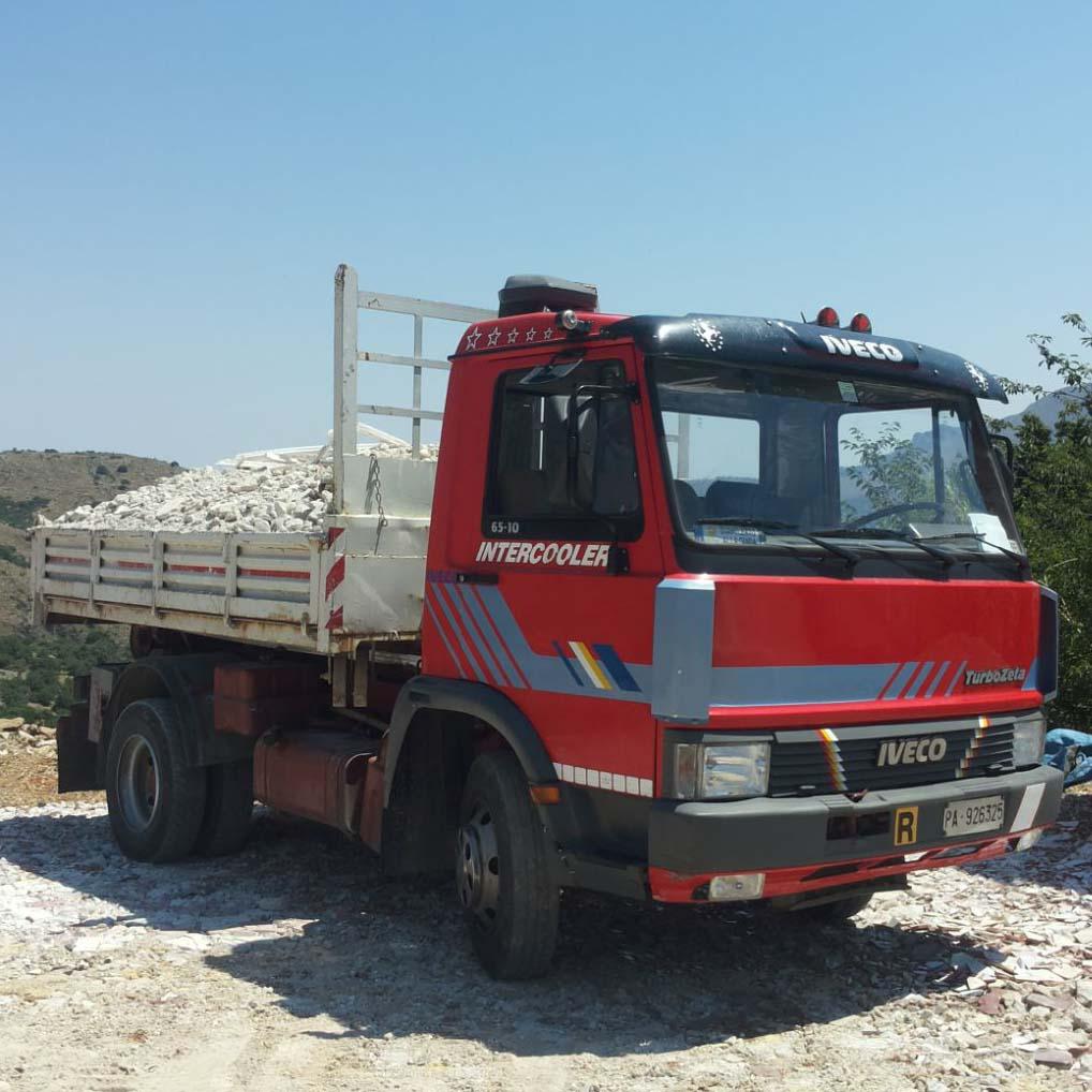 Macchine per il movimento terra in provincia di Palermo