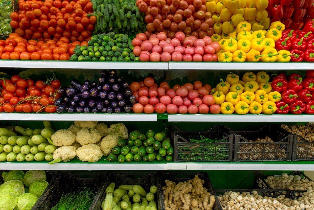 Primo piano di verdura  e frutta