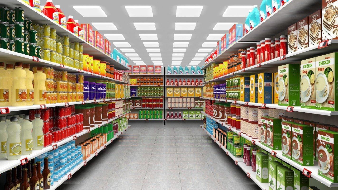 Spaziosa corridoio del supermercato, zuppe nella estanteria della destra,salse e bozzime preparate a sinistra
