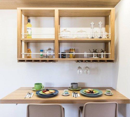 tavolo apparecchiati con due piatti
