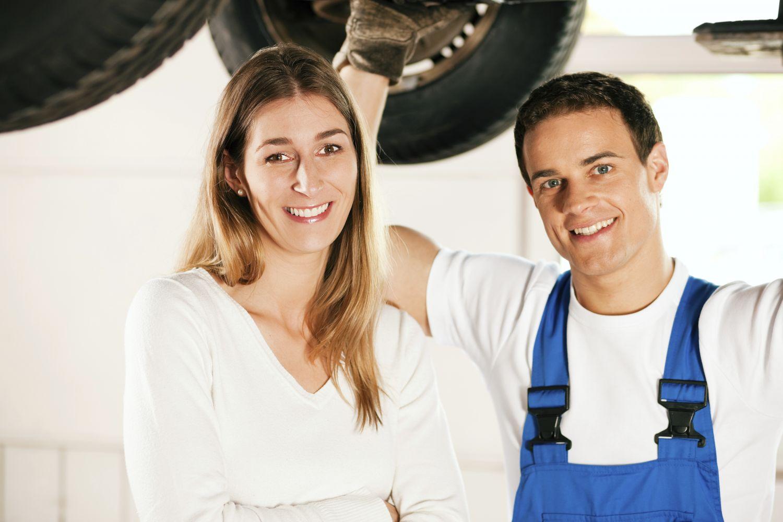 Collision repairs mechanic and happy customer in Shelbina, MO