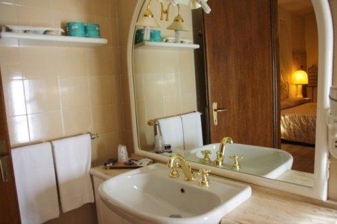 stanza con bagno privato