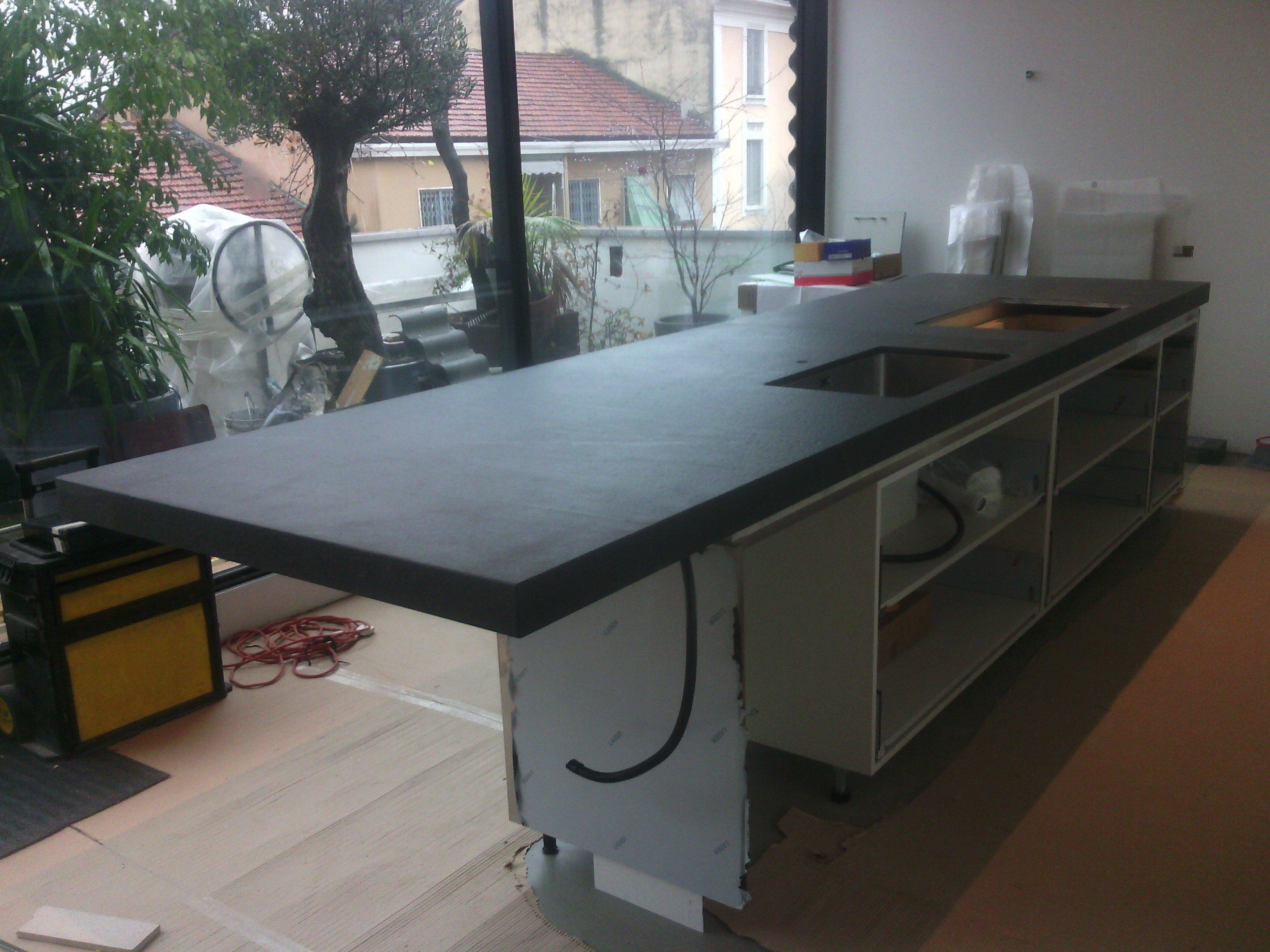 piano cucina nero