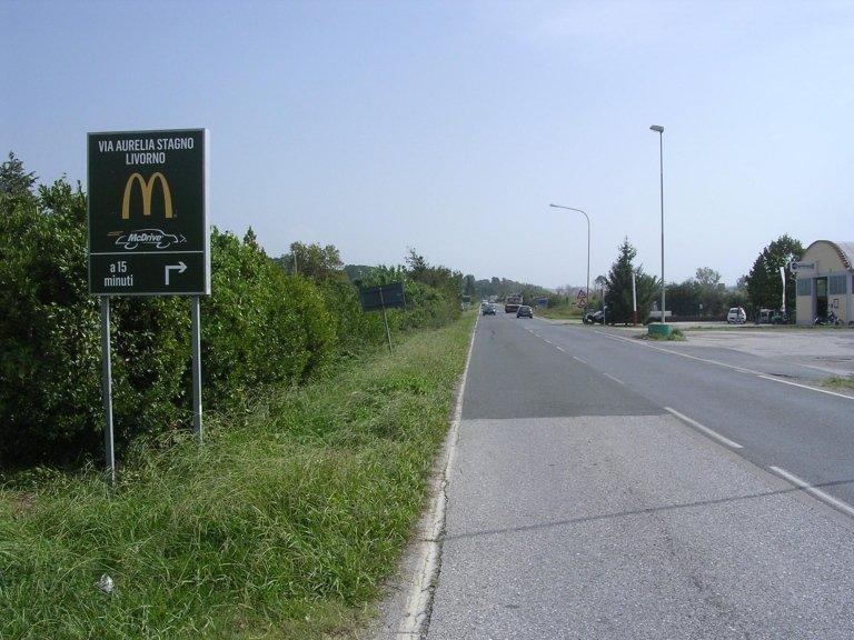 un cartello con scritto McDonald's a 15 minuti