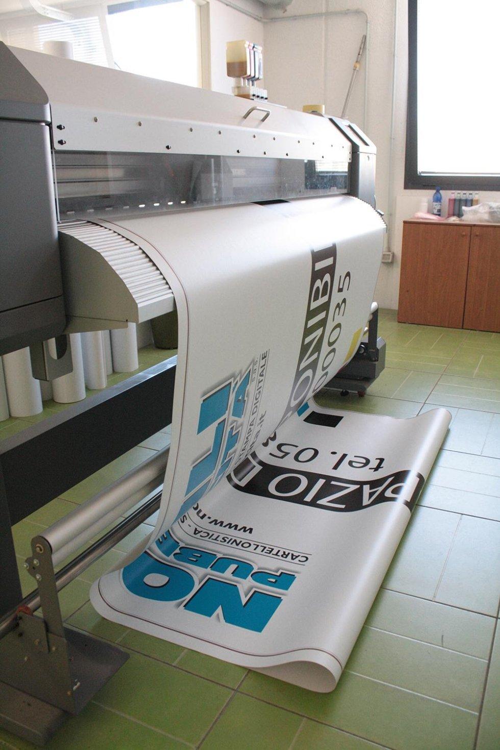 stampaggio manifesto