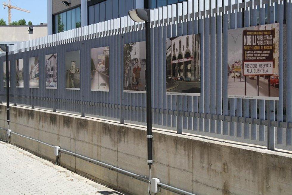 stampe della ditta Nobili pubblicita` su un cancello