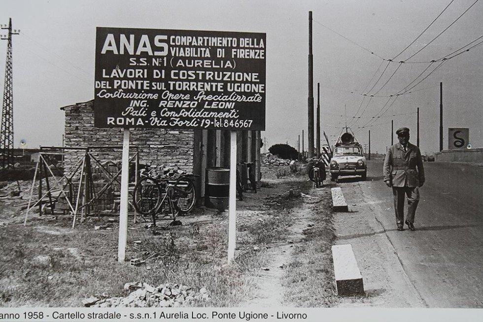 Un cartello con scritto Anas