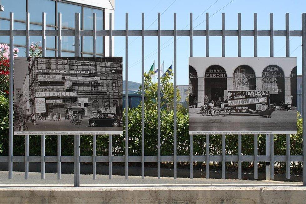 due foto in bianco e nero su un cancello