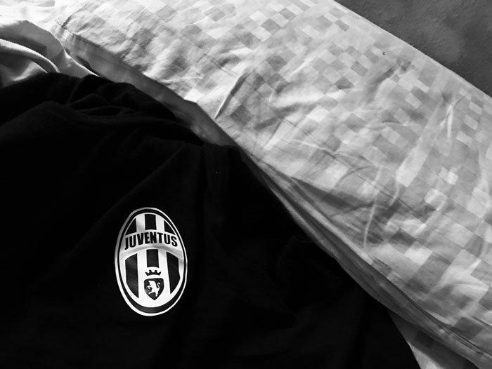 maglietta nera a marchio juventus