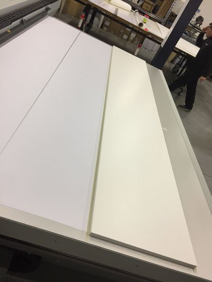Foglio di legno sulla stampante per la stampa