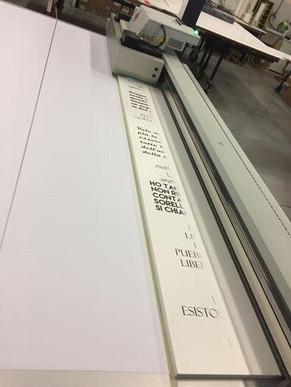 stampante che stampa insegni