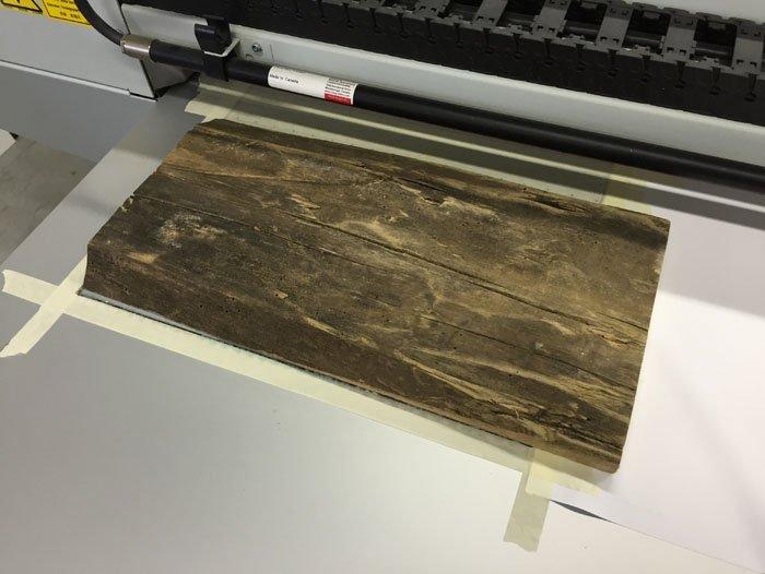 Stampante con foglio di legno