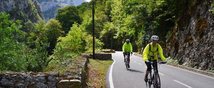 Picos de Europa Asturias Bike Tour couple