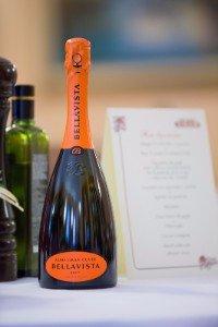Il ristorante serve qualsiasi bevanda che il cliente desideri includendo il champagne