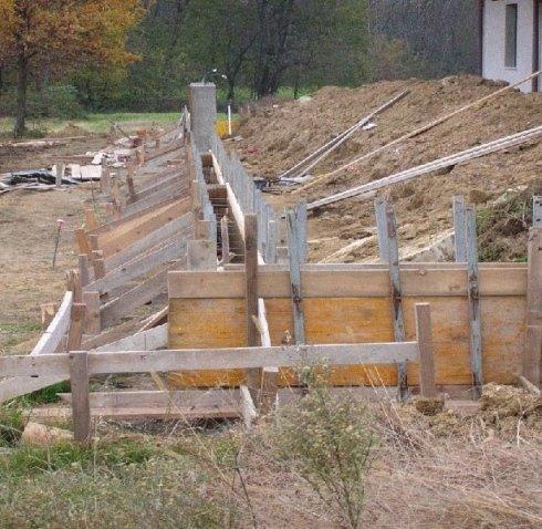 casseratura per getto di muro di recinzione in cemento armato