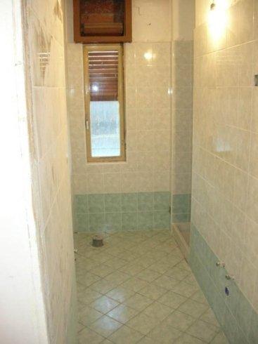 bagno con box doccia finito
