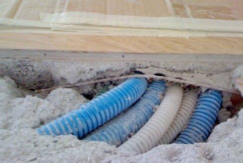 tubi sotto pavimento